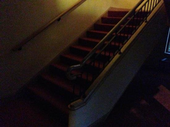 Seagoe Hotel: dark stairwell Tuesday night 9.10