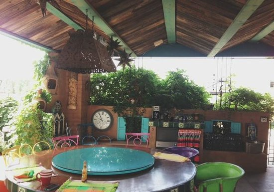 Cinnamon Morning Bed And Breakfast: Shared space - funky and fun!
