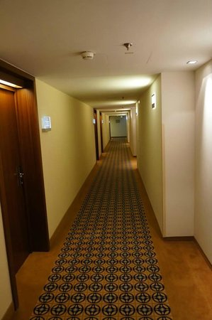 Imperial Riding School Renaissance Vienna Hotel: Corridor to our room.