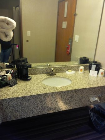 Super 8 Louisville Airport: Bathroom was clean.