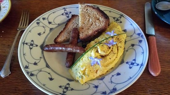 The Inn at Sweet Water Farm: Home baked bread!  Home-made sausage!  Amazing omelet with farm fresh eggs!
