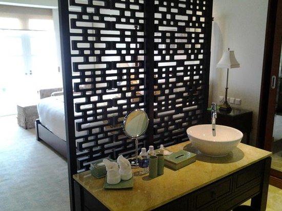 Indochine Palace: celosia del baño