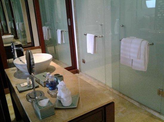 Indochine Palace: baño integrado en la habitacion