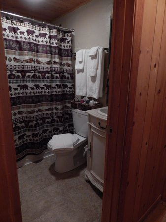 Shoshone Lodge & Guest Ranch: Camp Sacajawea #14/15 bathroom
