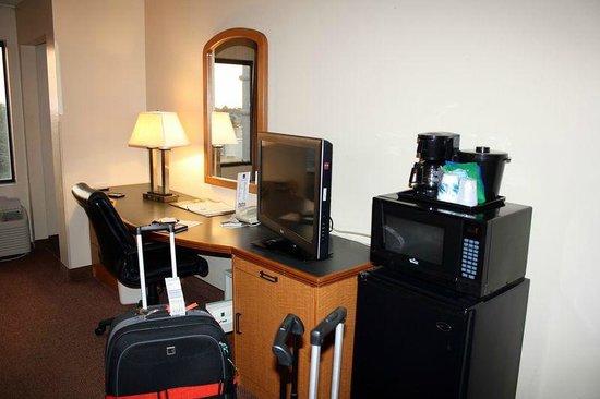 Sleep Inn & Suites: Schreibtisch / Mini-Küche