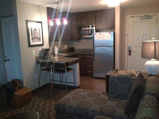 Residence Inn Boston Logan Airport/Chelsea: kitchenette