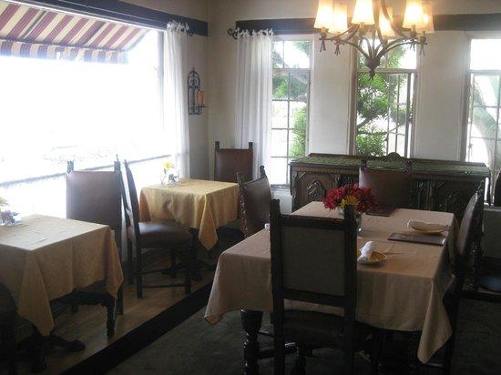Casa Laguna Hotel & Spa: Dining area in main building