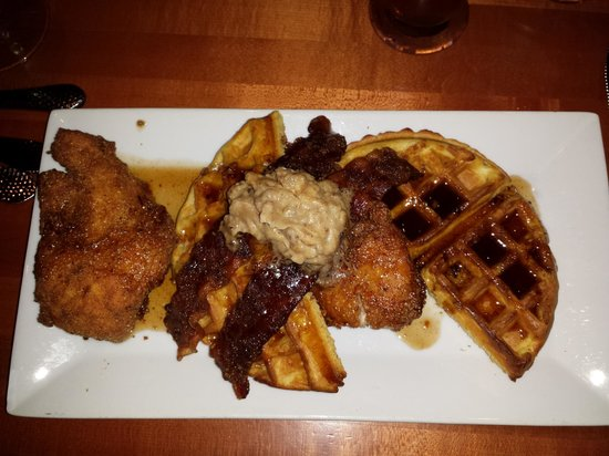 FlameStone American Grill: Crispy Chicken and Waffles Wonderful !