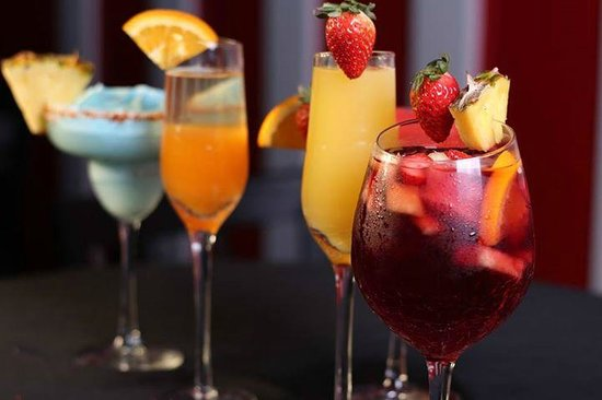 The Corner Grille: Mimosa, Bellini, Sangria, Wines and Beer