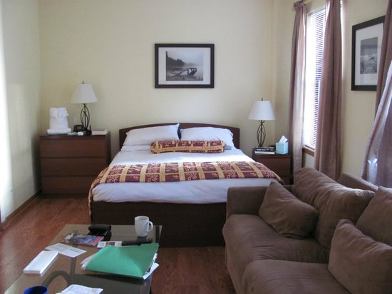 Very Warm Comfortable Picture Of Dewitt Hotel Suites Chicago Tripadvisor