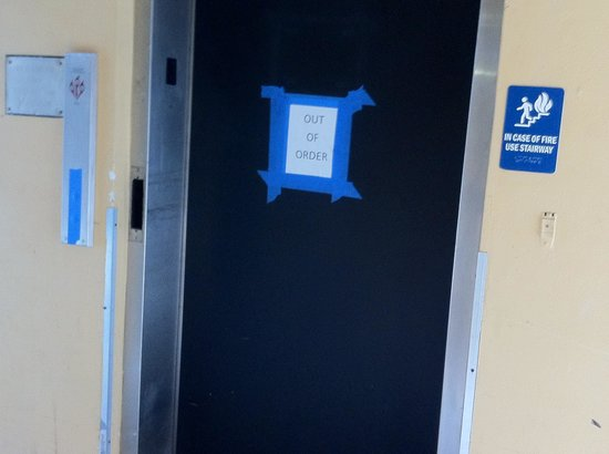 Days Inn Fort Lauderdale Airport Cruise Port: Elevator Not Working