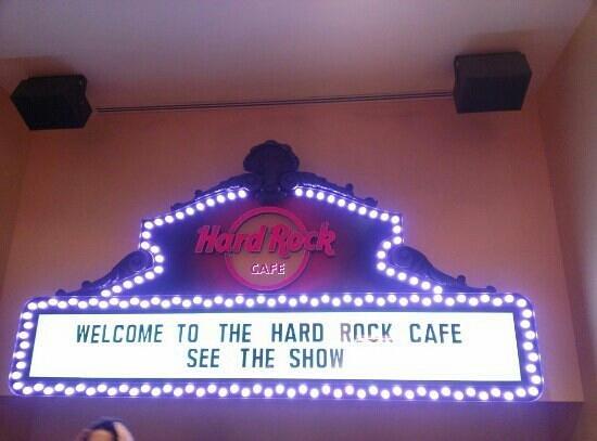 Hard Rock Cafe: walking in