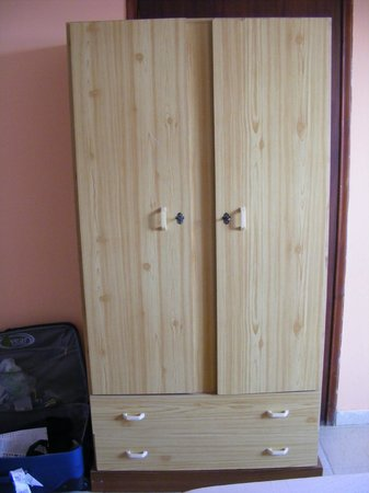 Agoulos inn: Wardrobe of laminate boarding, not matching pine other furniture