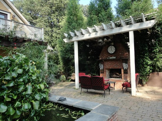 The Social Goat Bed & Breakfast : outdoor fireplace