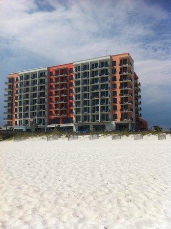 Hampton Inn & Suites Orange Beach : The backside of the hotel, from the beach