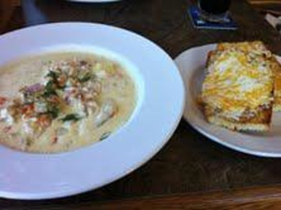 The Shady Rest Waterfront : smoked salmon chowder