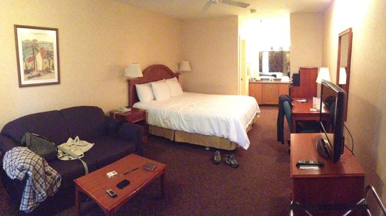 La Fuente Inn & Suites: room