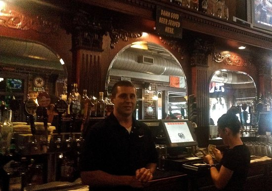 Olde Peninsula Brewpub: Friendly attitude and ready at the bar