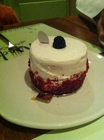 Madeleine French Bakery & Brasserie: Red Velvet cake super yummy