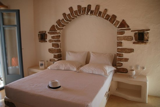 Pambelos Lodge: The bed