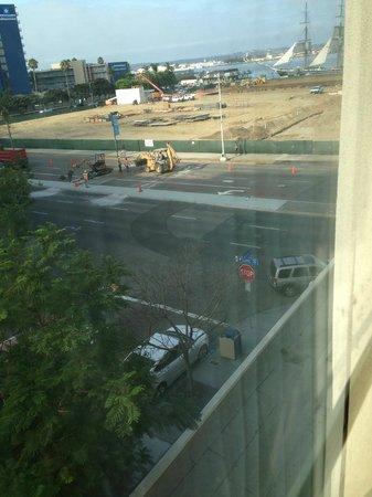 Hampton Inn San Diego - Downtown : Construction project across the road (dirty windows are a bonus)