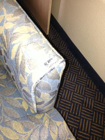 Hampton Inn San Diego - Downtown : Worn arm on chair