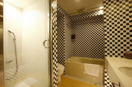 Arietta Hotel Osaka: bathroom(delux twin)