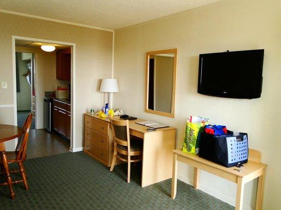 Camelot Motel: Living Area