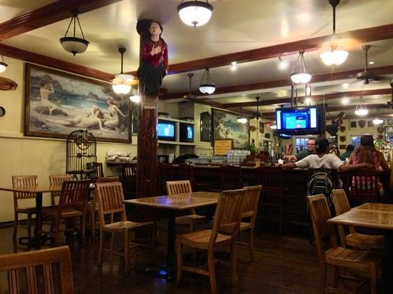 Pioneer Inn Grill and Bar : Décoration de la salle
