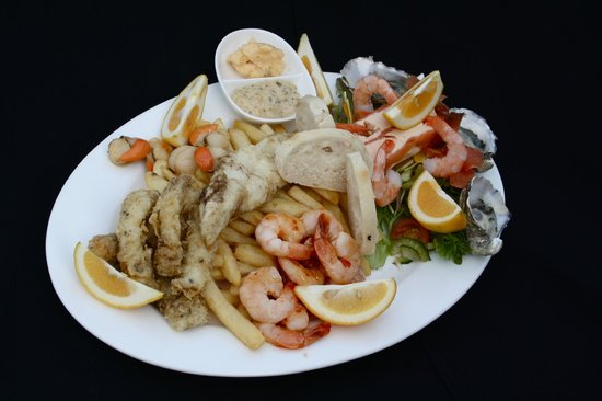 Jetty Restaurant: FRESH Seafood platter that knocks the competitors out of the water