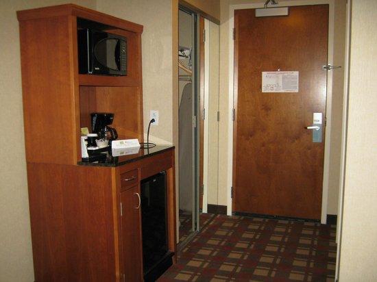 Hilton Garden Inn Freeport Downtown: Frig/Coffeemaker/Microwave