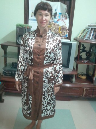 Duc Minh Tailor : russian customer try on her silk jacket