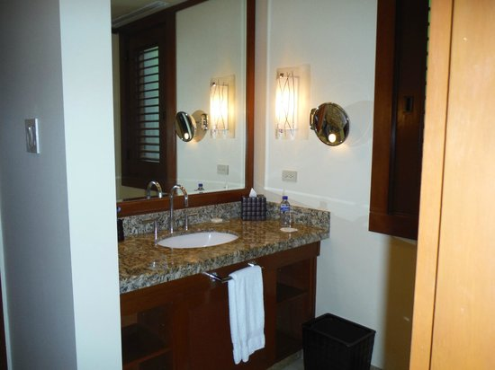 Four Seasons Resort Costa Rica at Peninsula Papagayo: One sink in bathroom