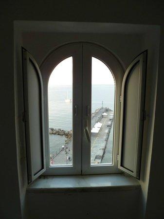 Holidays Baia D'Amalfi: Cathedral-like room window
