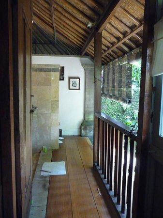 Taman Bebek Resort & Spa: Open air bathroom