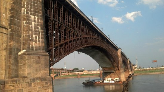 ‪Eads Bridge‬