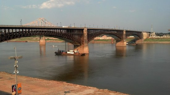 Eads Bridge : View of the bridge's full span