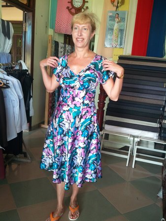 Duc Minh Tailor : russian customer try on her dress