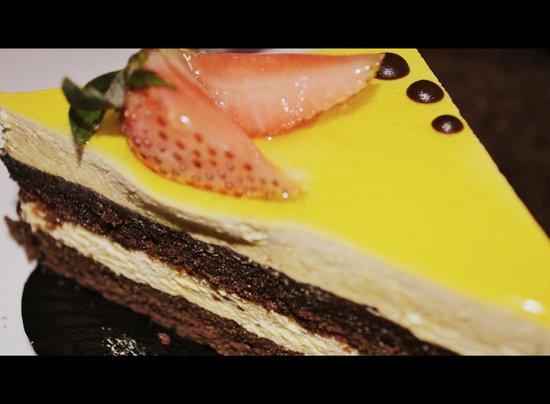 Melbourne Coffee: mango cake is delicious