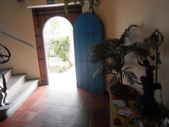 Vieja Cuba: Main entrance from the inside