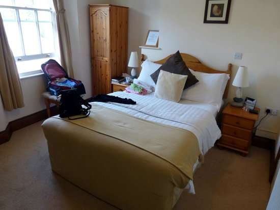 The Globe Inn - nice, neat, comfy room