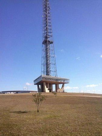Melia Brasil 21: A Torre de TV fica em frente ao hotel.