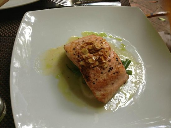 Casa Fuerte: Salmon with Almonds, served with potatoes and green beans