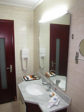 Dongda Holiday Hotel: 311 toilet room