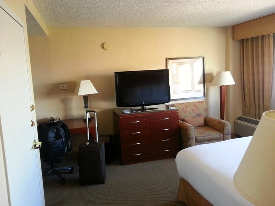 DoubleTree by Hilton Albuquerque: Room 905.  Clean and ample space for a business stay.