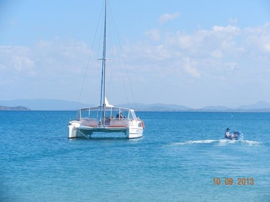 Sail Capricornia: Grace 2 anchored at Great Kepple Island