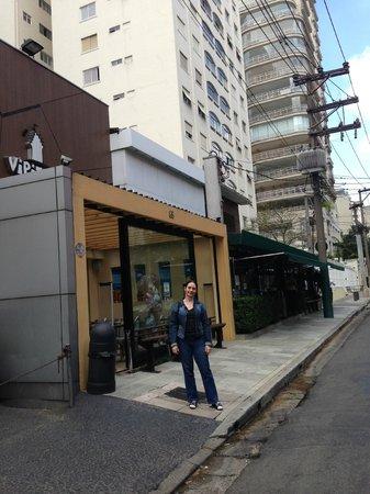 Melia Jardim Europa: Fazendo um lanche pertinho do hotel