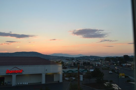 Holiday Inn Express Hotel & Suites Klamath Falls: Sunset over Klamath Falls
