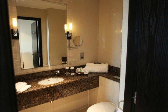 Carlton Hotel Dublin Airport: bathroom
