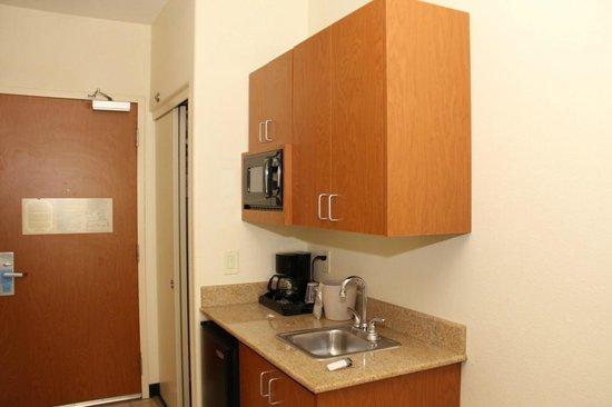 Fairfield Inn & Suites Fairfield Napa Valley Area : Kitchenette